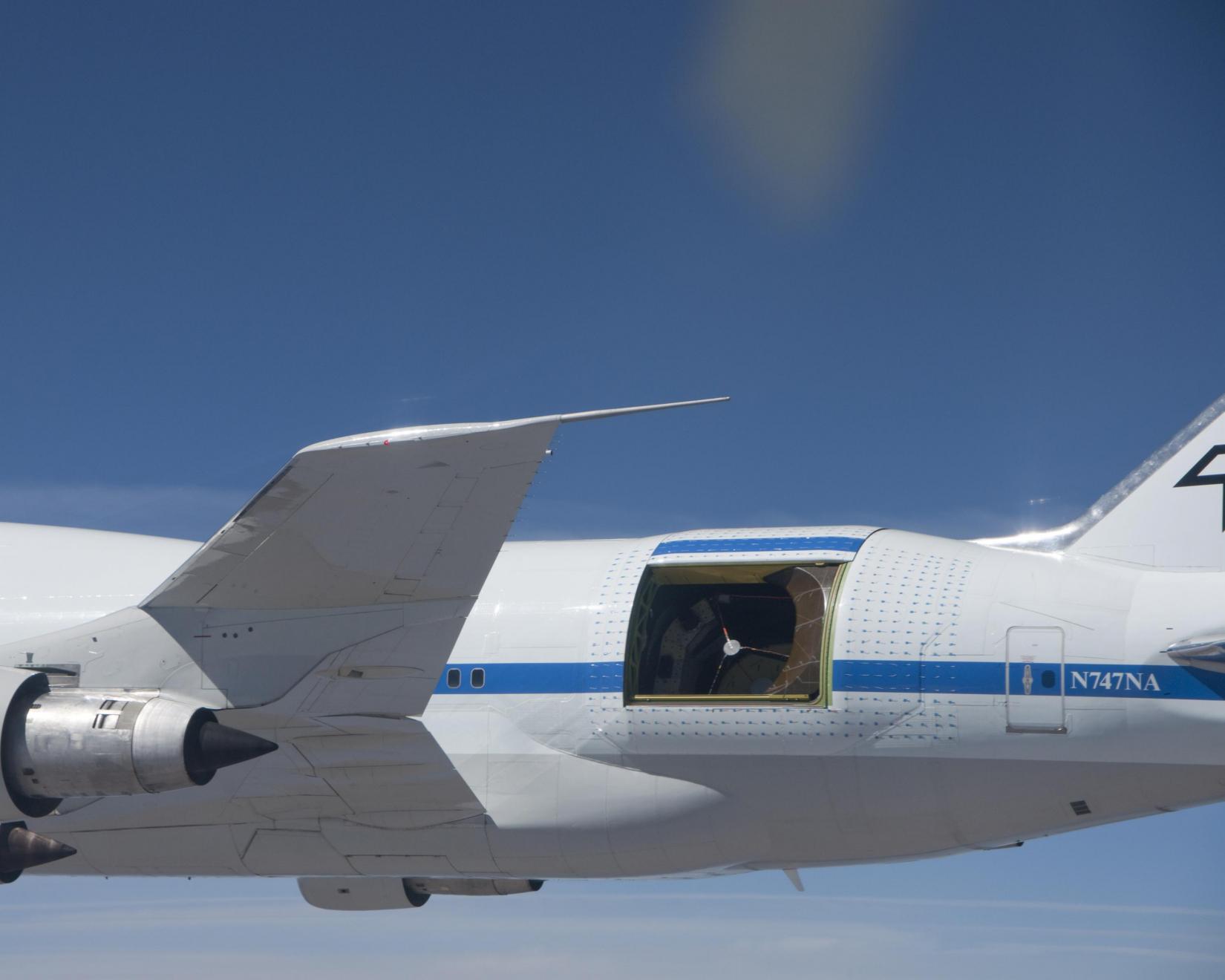SOFIA air-to-air with aerodynamic tufts